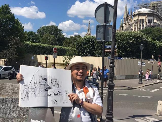中国著名艺术家陈可之描绘修缮中的巴黎圣母院